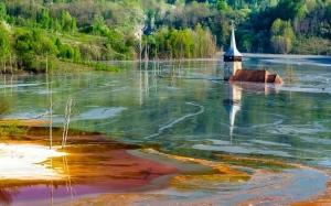 """Статья """"Румынская деревня, похороненная в водах токсичного озера"""""""